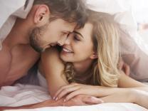 Šta rade sretni parovi prije spavanja?